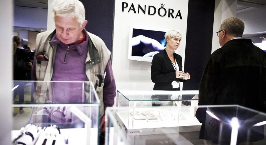 På aktionærmessen i København i 2011 kiggede aktionærerne inden for på Pandoras stand for at kigge nærmere på de varer, som de har investeret deres penge i. Kapitalfonden Axcel har gjort en af de bedste handler nogensinde i Europa med købet og børsnoteringen af smykkekoncernen.