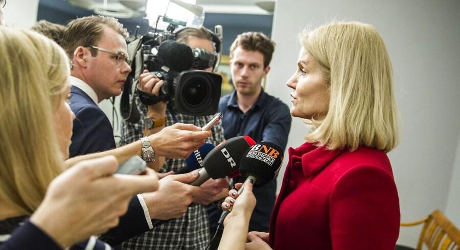 Statsminister Helle Thorning-Schmidt (S) møder pressen i kølvandet på et møde i Udenrigspolitisk Nævn forud for et topmøde om indvandring i EU og bådflygtninge.