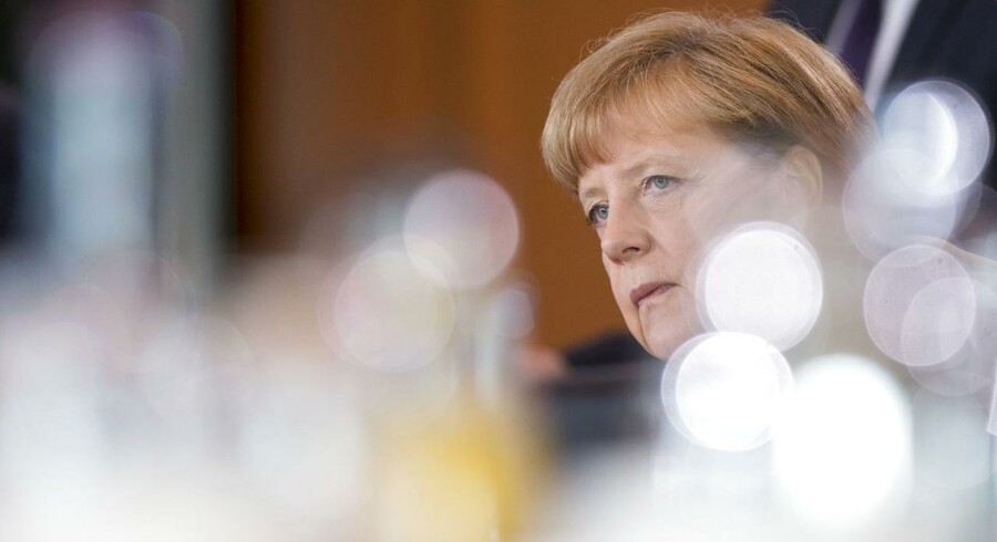 Især debatten og afstemningen i den tyske Bundestag om gældspakken til Grækenland imødeses med spænding. Der skal nok være flertal bag kansler Angela Merkels opbakning til aftalen, men spørgsmålet er, hvor mange medlemmer af Merkels konservative CDU, der stemmer imod.