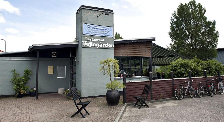 Vejlegården har fået VAF, Vejle Amts Folkeblad til at undlade at bringe annoncer fra den konfliktramte restaurant, da de ellers vil blive forhindret i at udkomme. Her restaurant Vejlegården.