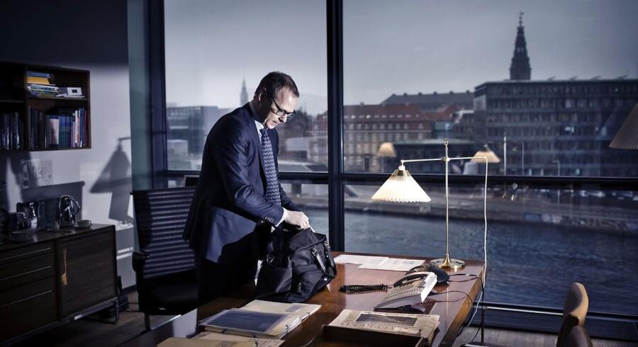 »Alle er topchefer, topdirektører, topadvokater eller topkonsulenter, lige som alle modeller i modebranchen enten er top-modeller, super-modeller eller endog mega-modeller. Det er bekymrende, for hvis alle er noget med top-, og ingen f.eks. er almindelige direktører længere, er distinktionen vel betydningsløs?« (Foto: Thomas Lekfeldt/Scanpix 2013)