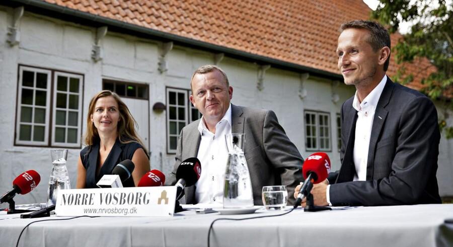 Venstre-formand Lars Løkke Rasmussen flankeret af Ellen Trane Nørby og Kristian Jensen ved Venstres sommergruppemøde i Vemb.
