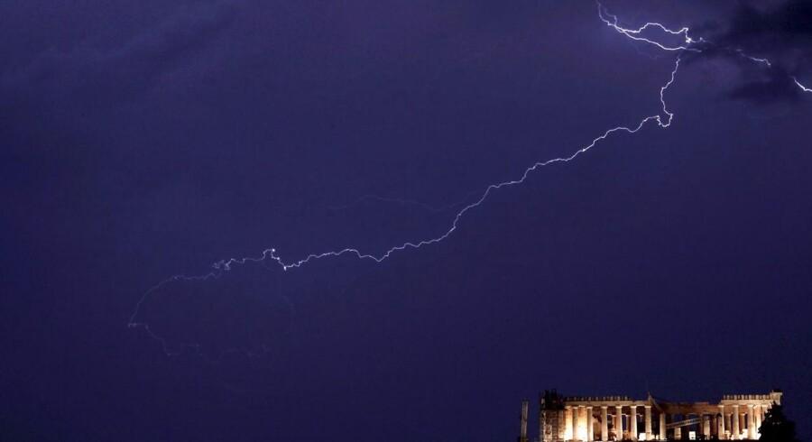 Uvejr over Akropolis i Athen.
