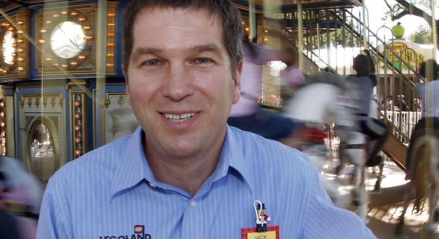 Nick Varney, CEO for Merlin Entertainments, foran den store karrusel i Legoland i Florida.