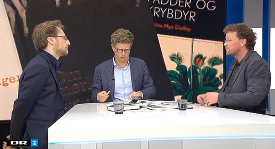 Vært på Deadline, Martin Krasnik, i en tragikomisk samtale med kritiker Lars Bukdahl og forfatter Lars Frost.