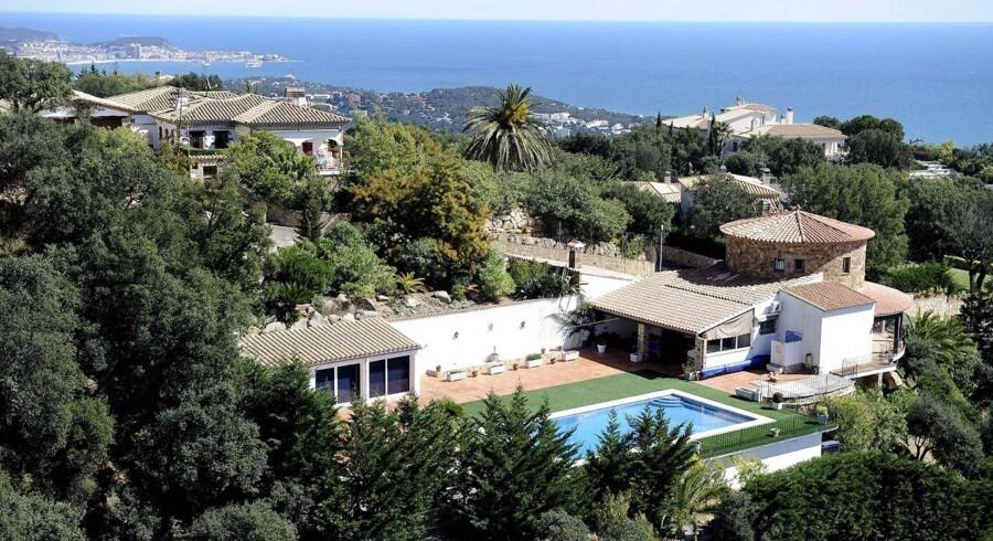 Boligpriserne i Spanien er raslet ned, og det er fristende for danskere at købe den anden eller tredje bolig her - men priserne kan risikere at tage endnu et dyk.