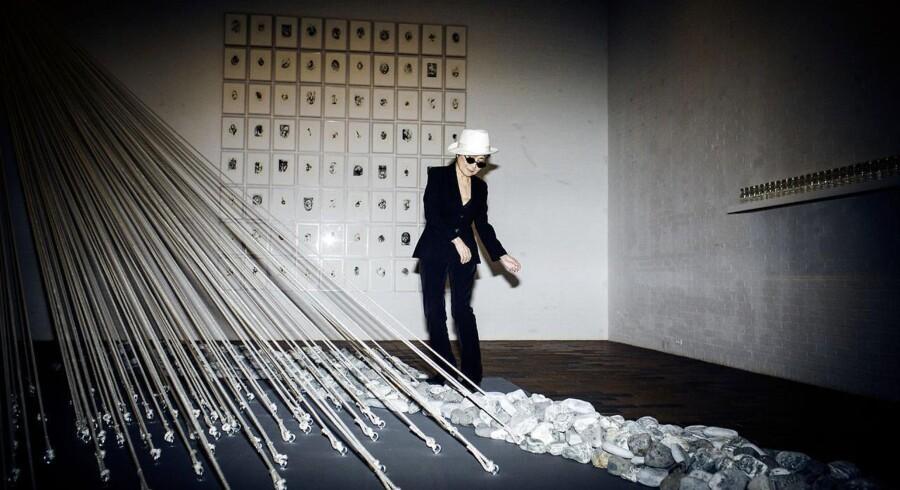"""Yoko Ono åbnede udstillingen Half-A-Wind Show - A Retrospective. I anledningen af hendes 80-års fødselsdag, vil udstillingen give de besøgende overblik og indsigt i den konceptkunst, der har gjort Yoko Ono til """"verdens mest kendte ukendte kunstner""""."""