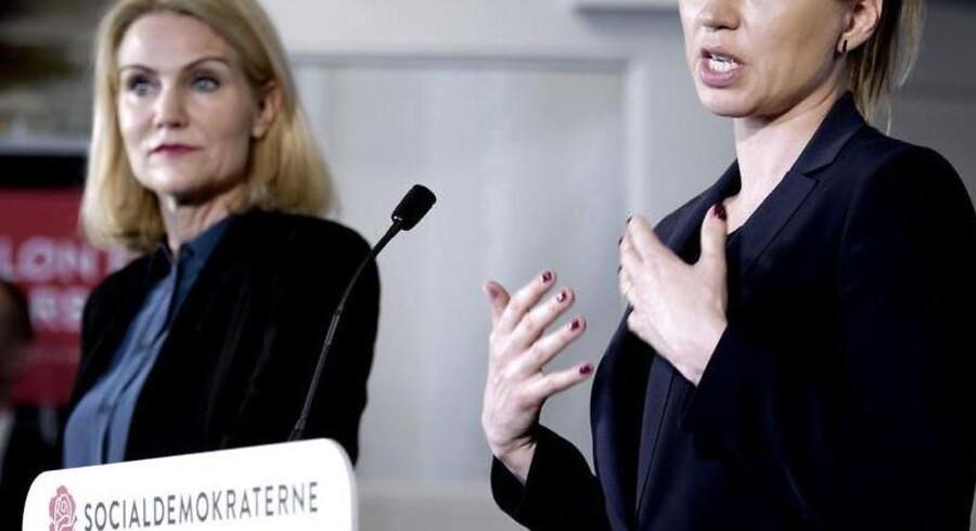 """Statsminister Helle Thorning-Schmidt og justitsminister Mette Frederiksen præsenterede torsdag Socialdemokraternes udspil mod social dumping: """"Dansk løn for dansk arbejde""""."""