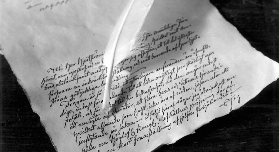Man behøver ikke nødvendigvis en fjerpen, men psykologiske studier viser, at man husker bedre ved hjælp af håndskrift. Foto: Scanpix