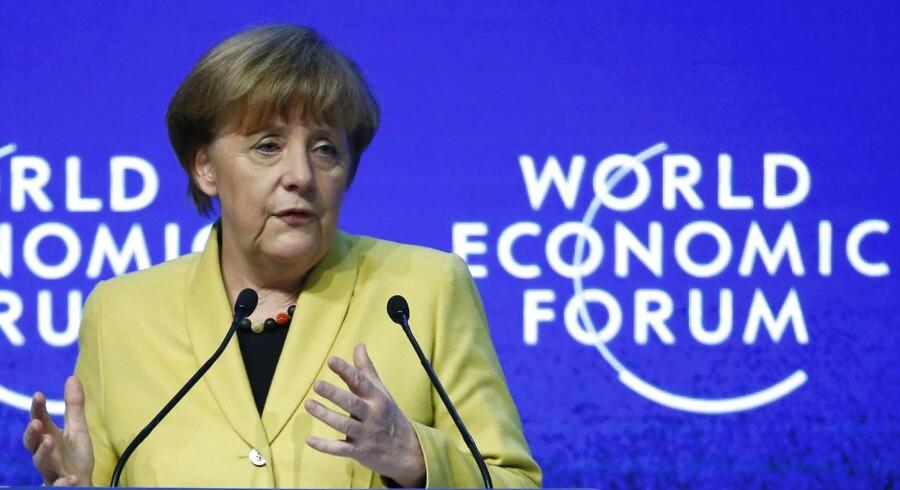 Tysklands kansler Angela Merkel slår fast, at ECBs obligationskøb ikke kan gøre det alene. Der skal flere strukturelle reformer til for at redde eurozonens økonomi.
