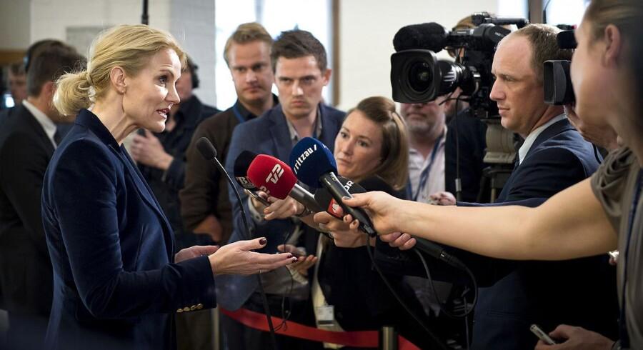 Statsminister Helle Thorning-Schmidt (S) møder pressen efter spørgetimen i Folketinget, en seance, som ofte kritiseres for at indeholde alt for megen udenomssnak og ikke-svar.