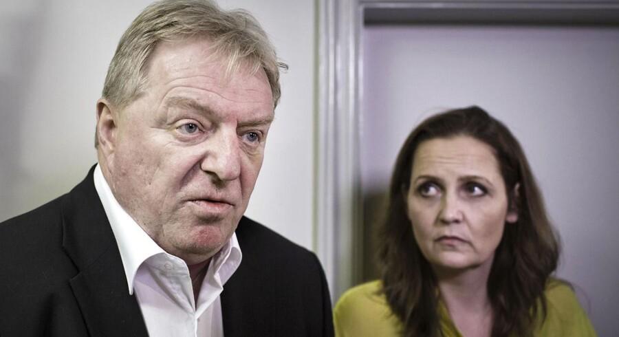 Kim Christiansen fra Dansk Folkeparti og Trafikminister Pia Olsen Dyhr mandag aften efter forhandlingerne om Togfonden var brudt sammen.