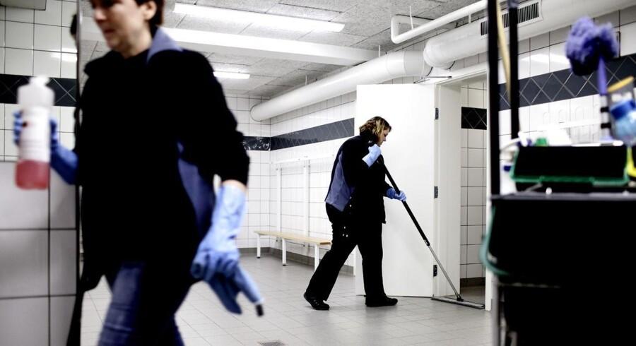 ISS estimerer, at der kan udliciteres opgaver indenfor den ikke-borgernære velfærd - for eksempel rengøring - for omkring 100 mia. kr. Arkivfoto: Jeppe Bøje Nielsen