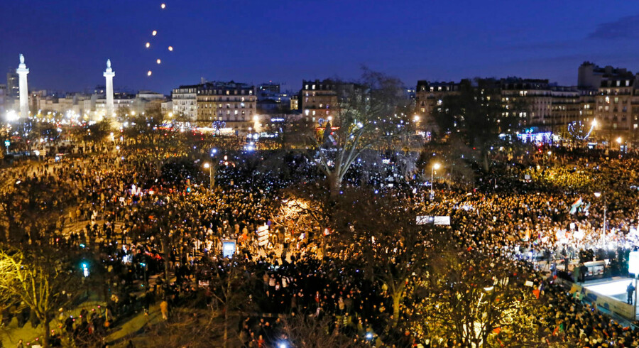 Menneskemængde i Paris.