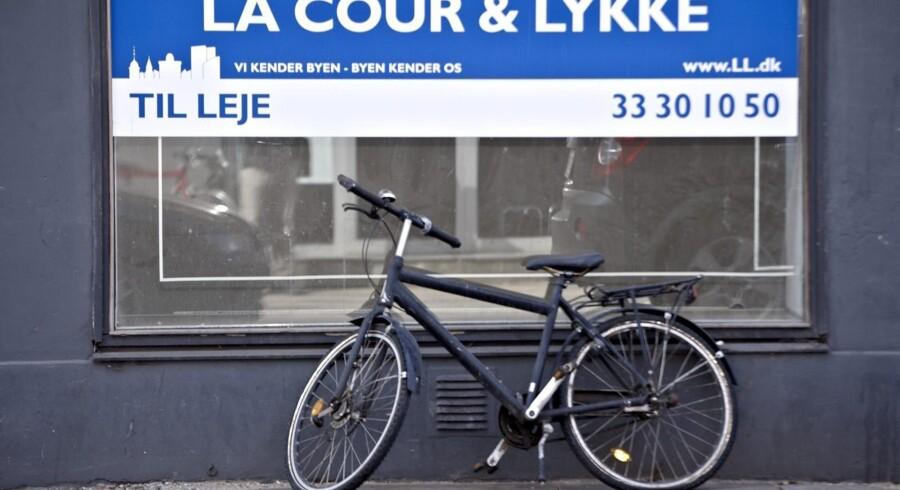 Næsten fire gange så mange butikslokaler som før finanskrisen står tomme på de danske forretningsstrøg. Butikkerne er pressede af et meget lavt privatforbrug og stigende handel over internettet. Foto: Scanpix