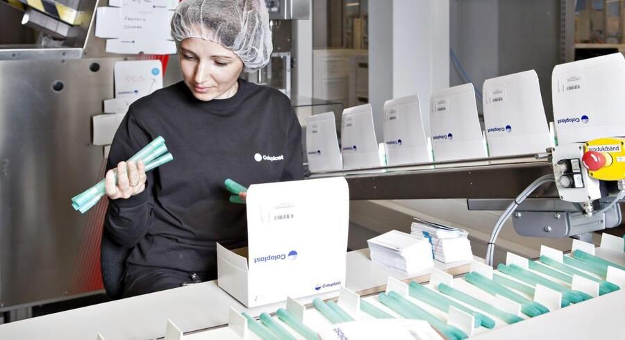 Efter at det nordsjællandske medicoselskab Coloplast tirsdag nedjusterede forventningerne til året, faldt selskabets aktie en overgang næsten 15 pct. på fondsbørsen.