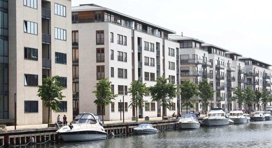 Flere modne danskere sælger villaen og flytter i lejlighed for at komme tættere på både børn og kultur. Imens flytter par i 30erne ud af byen med deres børn.