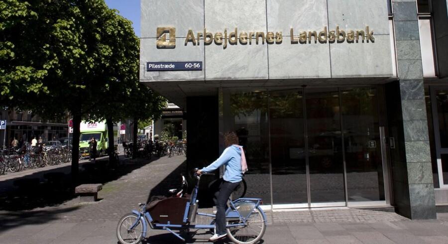 Bankerne har ikke lært af krisen, og de har stadig kun profit for øje, mener økonomisk rådgiver Kim Valentin.