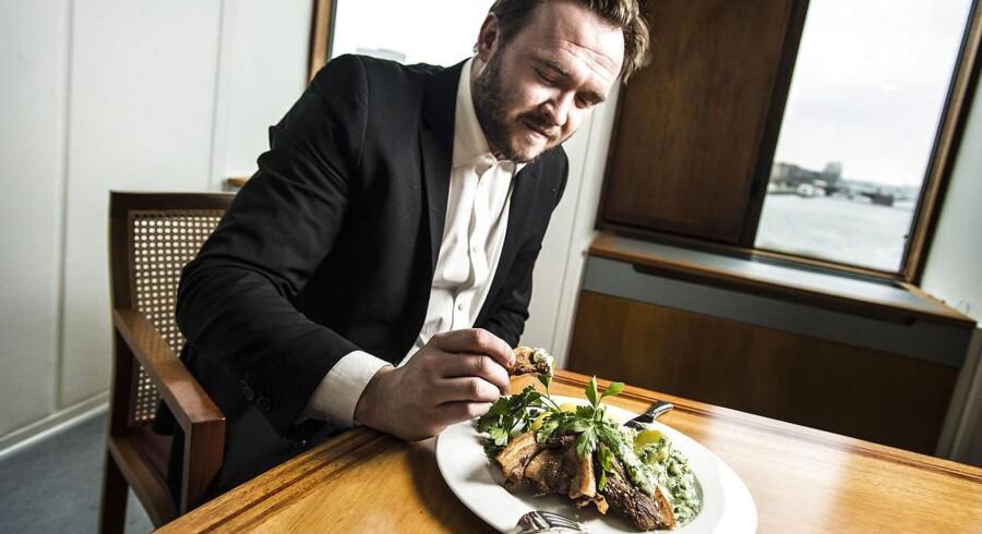 Fødevareminister Dan Jørgensen (S) afslører resultatet af afstemningen om Danmarks nye nationalret - stegt flæsk med persillesovs. Fotograferet i Fødevareministeriet.