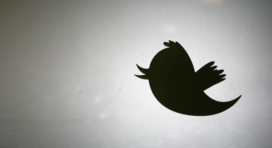 Flere og flere virksomheder opretter profiler på Twitter og her smider de opslag ud om ledige stillinger, men ledige kan også profilere sig og snuppe et job gennem 140 tegn.