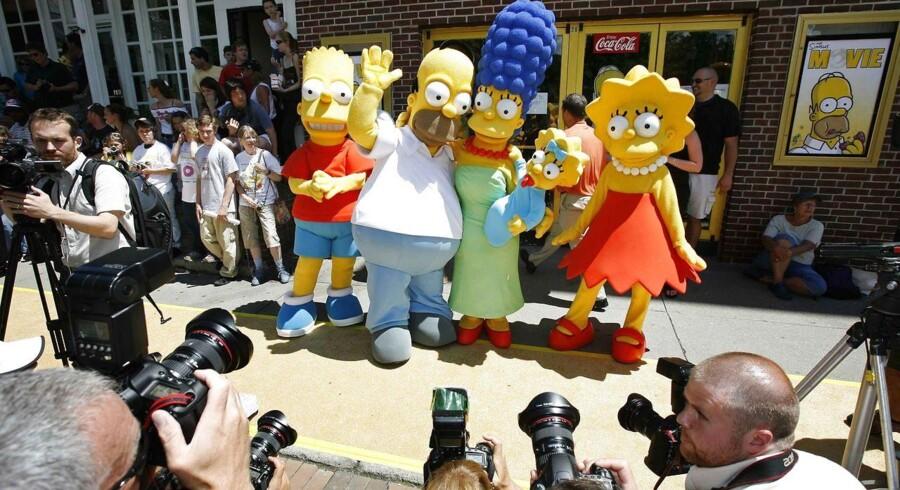 Det bliver ikke første gang, at Simpsons-figurerne hopper ud af lærredet. Det skete f.eks. også her i forbindelse med premieren på biograffilmen »The Simpsons« i 2007. Lego-versionerne af de populære karakterer må formodes at blive noget mindre.
