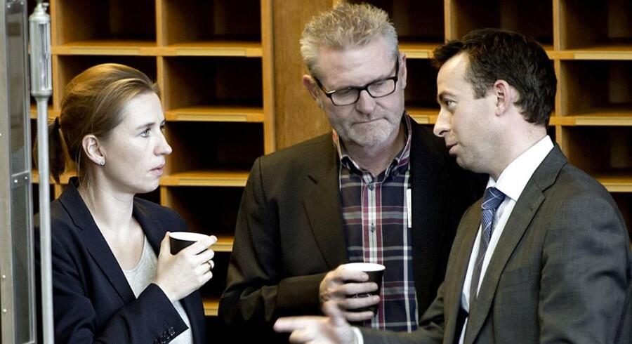 Arkivfoto. »Når vi ikke løser dagpengeproblemet før et valg, så er det op ad bakke også i valgkampen,« siger Jan Johansen (i midten).