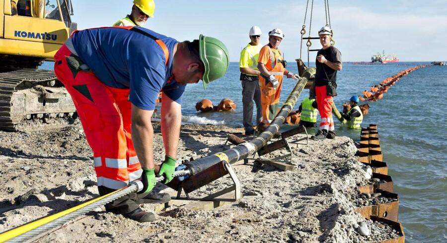 Havvindmøllerne i Anholdt Havmøllepark kan igen sende strøm i land, efter at kablet, der forbinder parken med elnettet på land, nu er blevet repareret.