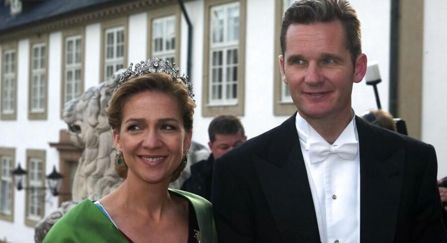 Prinsesse Cristina af Spanien og hendes mand Inaki Urdangarin ankommer til bryllupsfesten for kronprinsesse Mary og kronprins Frederik på Fredensborg slot fredag d. 14. maj 2004.Lørdag skulle Inaki Urdangari forklare sig i en sag om korruption.