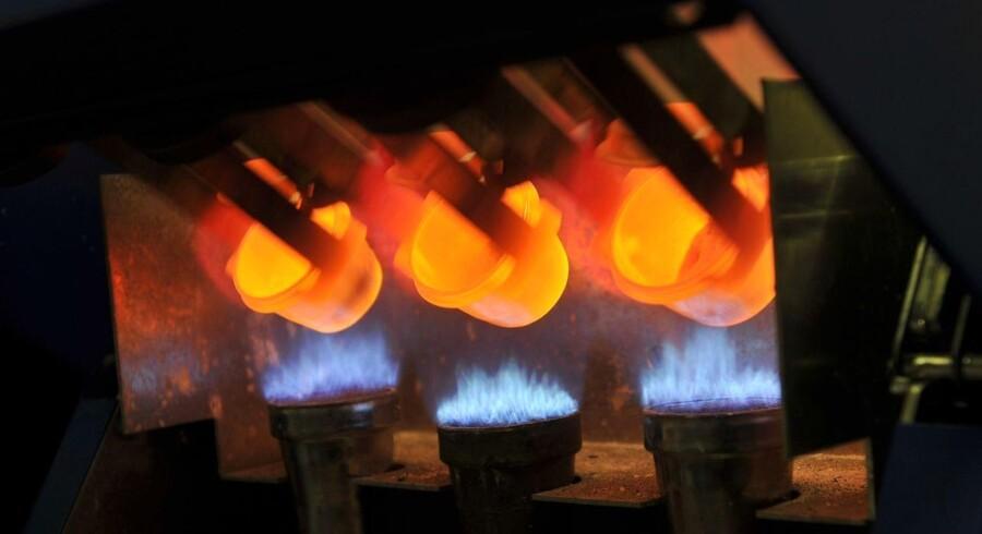 Det amerikanske firma Molycorp laver her glasskiver ud af elementer fra sjældne jordarter.