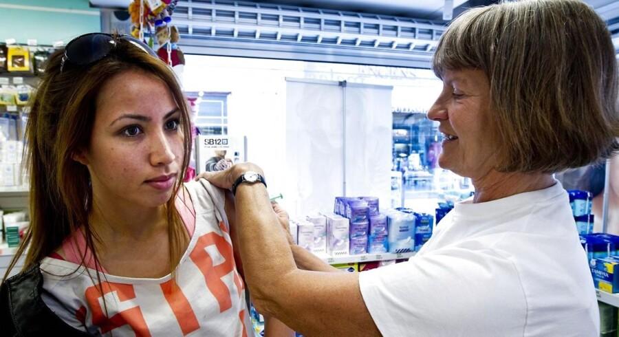 Dansk Folkeparti overvejer, om HPV-vacciner, der gives til piger for at forebygge livmoderhalskræft, bør indstilles.