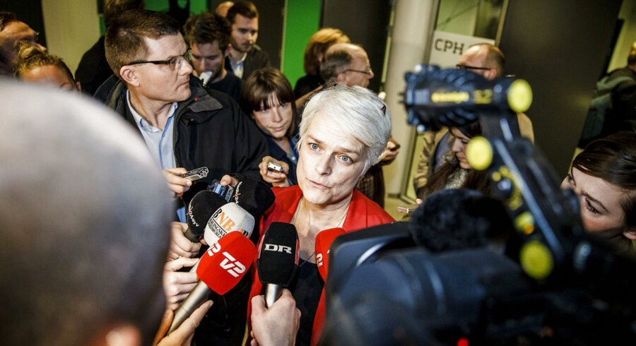 Annette Vilhelmsen møder pressen i DGI Byen. Det blev ikke en rolig aften.
