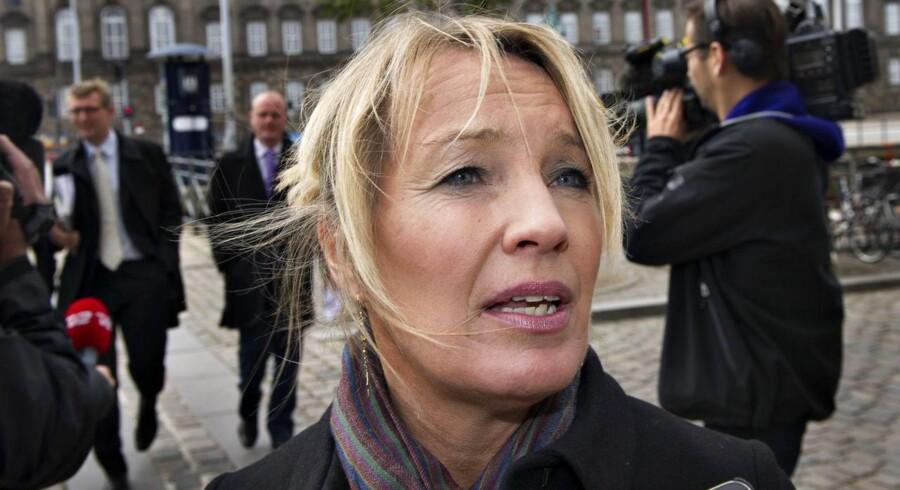 »Det er meget positivt, at Udenrigsministeriet er gået til værks på en måde, hvor man ikke holder hånden over nogen,« siger Lene Espersen (K).