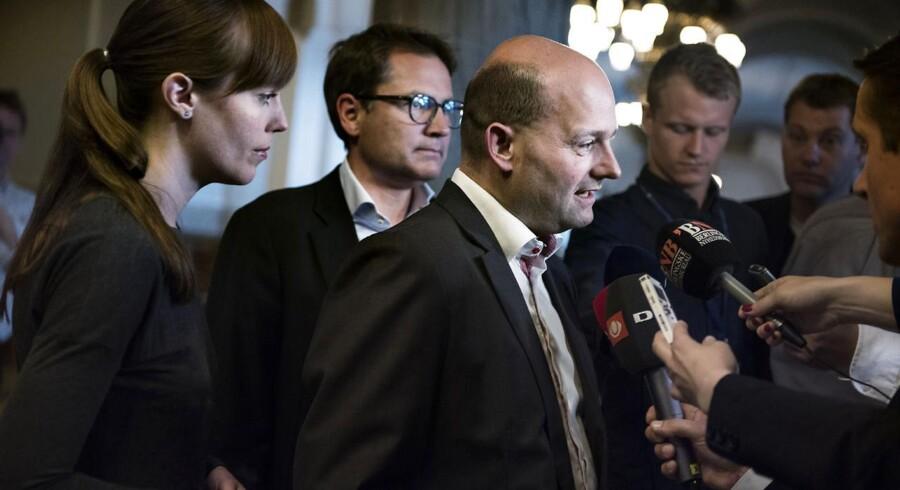 Mai Mercado sammen med partiformand Søren Pape Poulsen og Brian Mikkelsen.