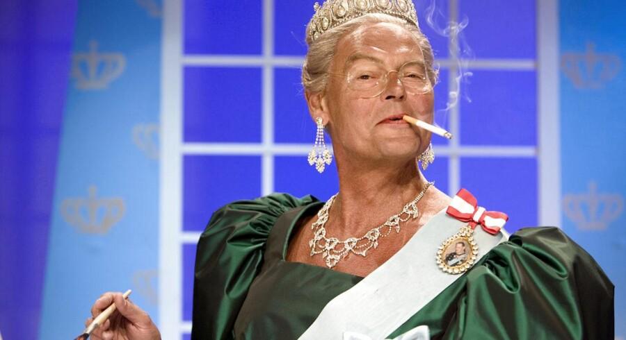 Skuespiller Ulf Pilgaard som storrygende dronning Margrethe i Cirkusrevy 2006.