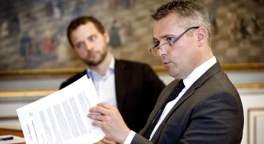 Erhvervs- og vækstminister Henrik Sass Larsen (S) er positiv over for at udvide ordning med vækststøtte til mindre virksomheder.
