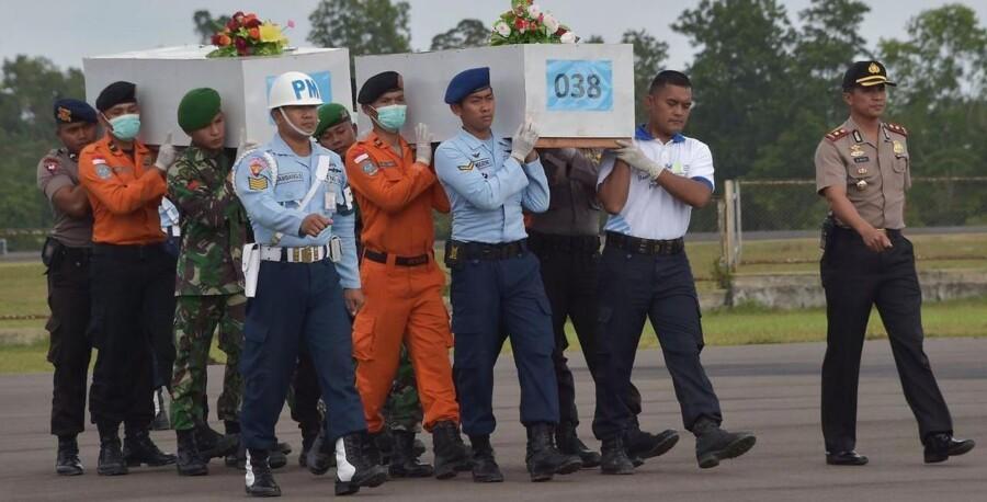 Der findes til stadighed flere ofre for AirAsia-flystyrtet.