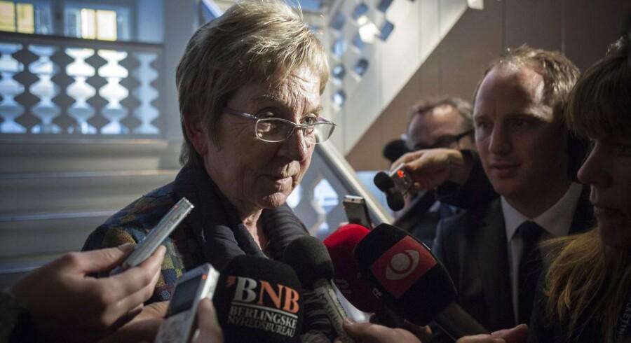Kulturminister Marianne Jelved (R).