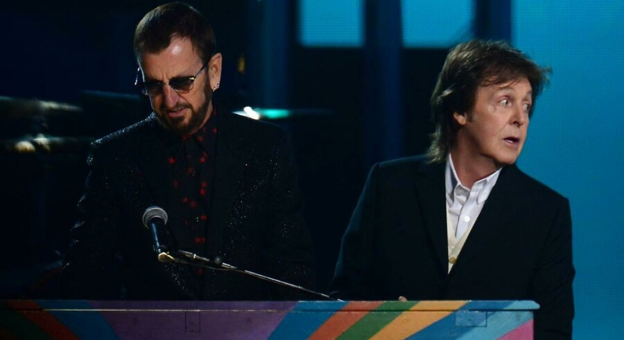 Arkivfoto: Eks-beatlerne Ringo Starr og Paul McCartner på scenen sammen for tre år siden til Grammy Awards i Los Angeles.