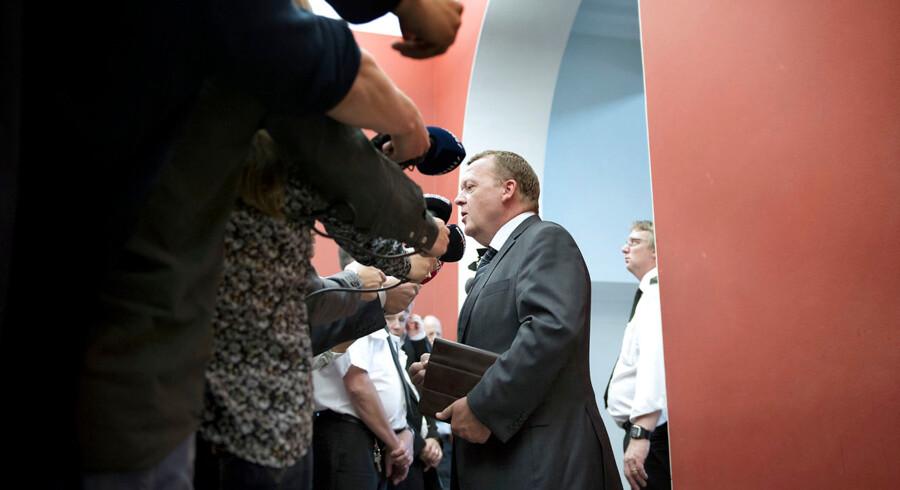 """Venstre gruppemøde. """"dagen derpå"""" Lars Løkke Rasmussen taler med pressen inden Venstre s gruppemøde på Christiansborg onsdag 4 juni 2014. (Foto: Keld Navntoft/Scanpix 2014)"""
