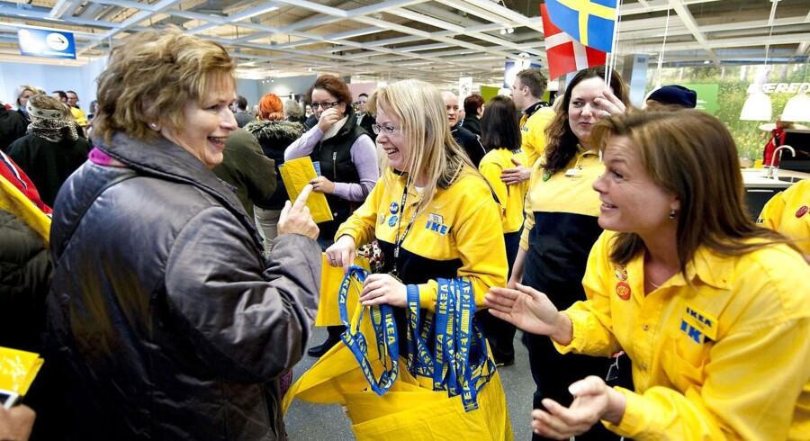 Vild jubel, da Ikea Ikea sit varehus i Aalborg City Syd. Ved åbningen stod de 275 ansatte og klappede af kunderne der væltede ind af svingdøren. I dag melder selskabet ud, at det på verdensplan solgte for 208 milliarder kroner i finansåret 2013.