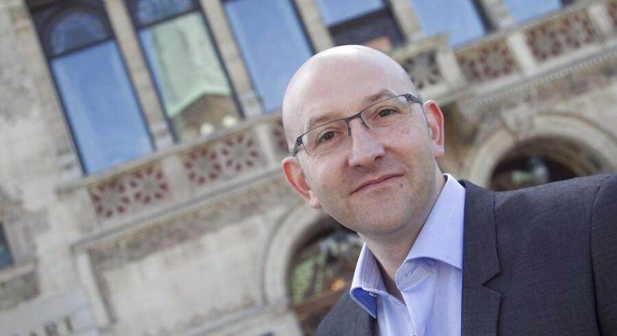 Gordon kom til som teaterchef på Aarhus Teater i slutningen af 2012, og han afløste svenske Stefan Larsson, der kun nåede tre år i jobbet.
