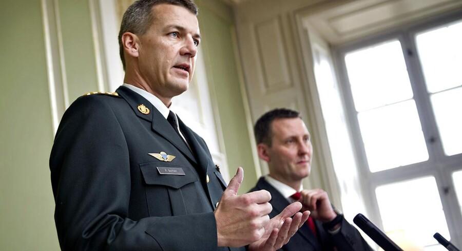 DIGNITY opfordrer nu forsvarsminister Nick Hækkerup (S) (til højre) til at droppe kravet om sikkerhedsstillelse og påstanden om forældelse og i stedet fremlægge alle dokumenter og alle videoer, så sagen kan blive fuldt belyst i offentligheden.