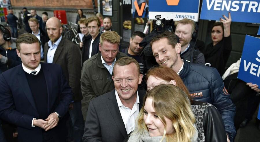 Lars Løkke Rasmussen (V) ved Nørreport Station i København med under en time tilbage af folketingsvalget torsdag den 18. juni 2015.
