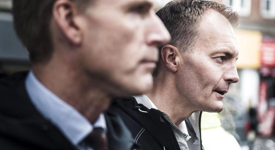 """Kristian Thulesen Dahl, Pia Kjærsgaard, Peter Skaarup m.fl. deltager i DF's roadshow """"Tillid og tryghed direkte til dig"""", ved Nørreport i København. Her Peter Skaarup"""