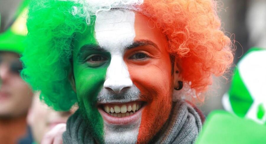 En stor del af de unge irere udvandrer fra landet og søger især mod arbejde i Australien og Canada.