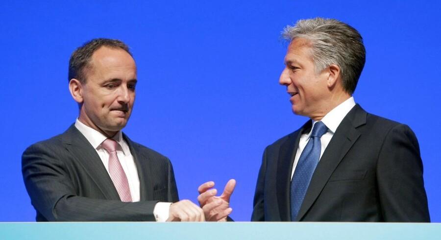 Jim Hagemann Snabe (til venstre) overlader til maj topchefstillingen i SAP til Bill McDermott alene.