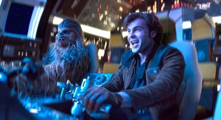 Så kender vi dem igen: Joonas Suotamo og Alden Ehrenreich som d'herrer Chewbacca og Han Solo.