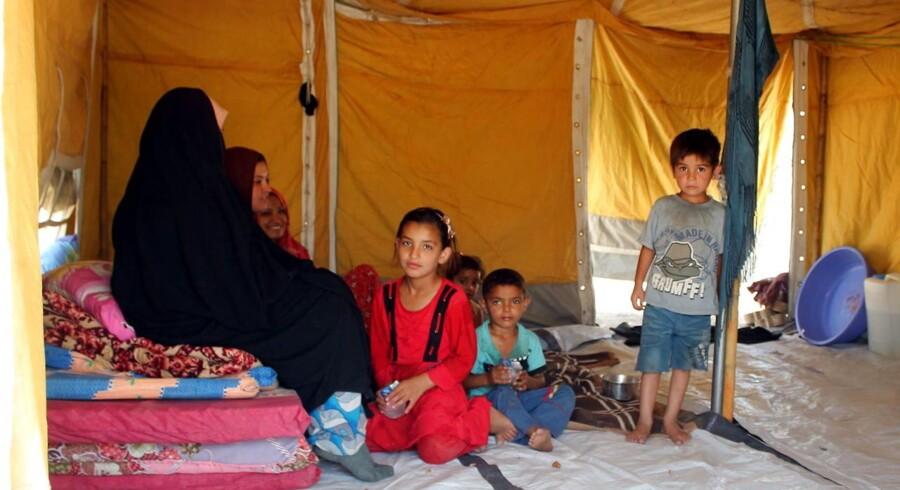Irakere, der er flygtet fra deres hjembyer på grund af IS, ses her i en flygtningelejr i Khananqin.