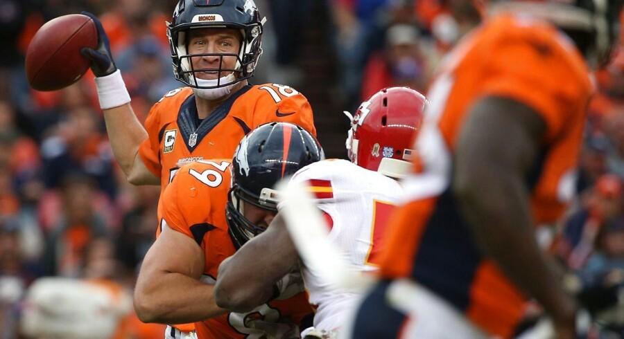 Peyton Manning kunne glæde sig over personlig succes på en ellers skidt dag for Denver Broncos.
