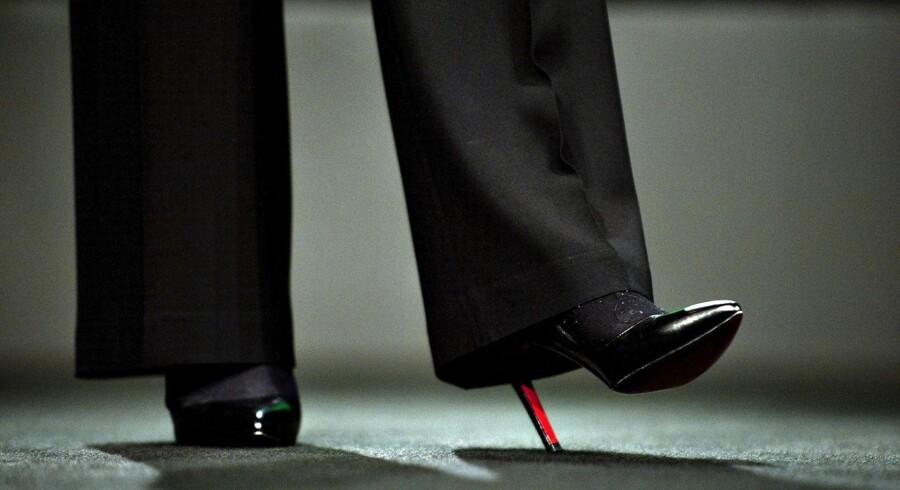 Høje hæle er stadig ikke ligeså indbringende som flade mandesko. Ny analyse fra Djøf viser, at lønforskellen mellem forbundets mandlige og kvindelige medlemmer ikke har rykket sig.